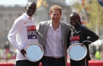 Kenyans Soar At The London Marathon