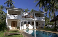 Stunning 4 Bedroom House & Pool Close to Mida Creek for Sale